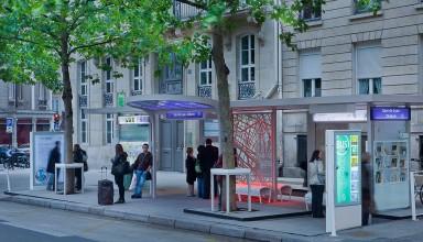 Paris – Experimental OSMOSE bus stop - Photograph by Y.Monel